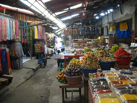 Click enlarge - Candi Kuning Fruits and flowers Market